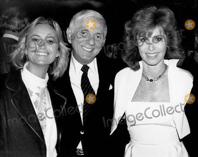 Aaron Spelling, Stephanie Powers, Susan George Photo - Aaron Spelling with Susan George and Stephanie Powers 1984 Supplied by Rangefinders-Globe Photos, Inc.