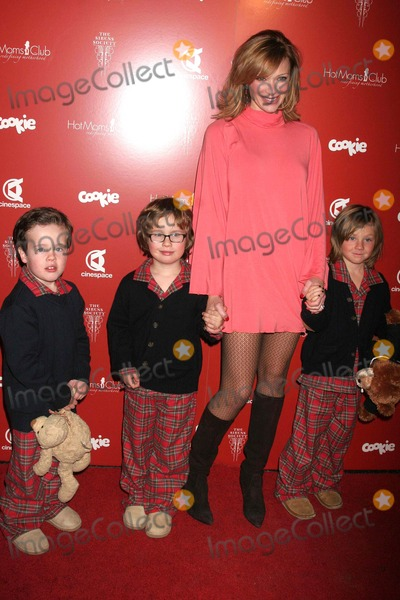 """Hot Moms Club, Lauren Holly, Hollies, Alexander Georges Photo - I12511CHW""""STILL THANKFUL STILL GIVING"""" FUNDRAISER TO BENEFIT THE CASA HOGAR SION ORPHANAGE IN TIJUANA, MEXICO SPONSORED BY HOT MOMS CLUB & THE SIRENS SOCIETY CINESPACE, HOLLYWOOD, CA 11/29/07 LAUREN HOLLY WITH SONS ALEXANDER, GEORGE AND HENRY   PHOTO: CLINTON H. WALLACE-PHOTOMUNDO-GLOBE PHOTOS INC"""