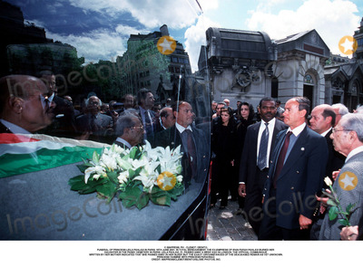 Farah Pahlavi, Passy, As Yet Photo - IMAPRESS. PH : CLEMOT / BENITO.FUNERAL OF PRINCESS LEILA PAHLAVI IN PARIS, 16TH JUNE 2001. IN TOTAL BEREAVEMENT, THE EX-EMPRESS OF IRAN FARAH PAHLAVI BURIED HER DAUGHTER IN THE PASSY CEMETERY IN PARIS. LEILA PAHLAVI, 31, PASSED AWAY A WEEK AGO IN LONDON. THE OFFICIAL COMMUNIQUE WRITTEN BY HER MOTHER INDICATED THAT SHE PASSED AWAY IN HER SLEEP, BUT THE EXACT CIRCUMSTANCES OF THE DEACEASED REMAIN AS YET UNKNOWN.PRINCESS YASMINE WITH PRINCESS FARAHNAZ.CREDIT: IMAPRESS/CLEMOT/BENITO/GLOBE PHOTOS, INC.