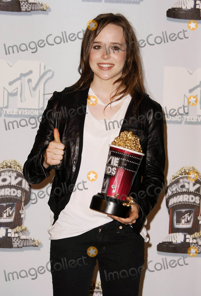 "Ellen Page Photo - Ellen Page Best Female Performance the ""2008 Mtv Movie Awards"" - Press Room Gibson Amphitheatre, Universal City, CA 06/01/08 Photo by Graham Whitby Boot-allstar-Globe Photos, Inc2008"
