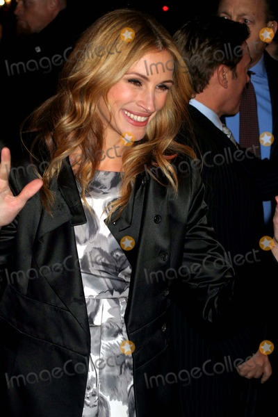 "Julia Roberts Photo - ""Duplicity"" Premiere Ziegfeld, Theatre, New York City 03-16-2009 Photo by Mitchell Levy-rangefinder-Globe Photos, Inc. 2009"