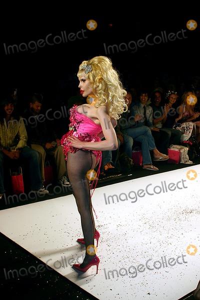 AMANDA LAPORE Photo - Olympus Fashion Week: Heatherette Show Spring 2005- Runway at Bryant Park in New York City 09/08/2004 Photo: John Zissel/ Ipol/ Globe Photos Inc 2004 Amanda Lapore