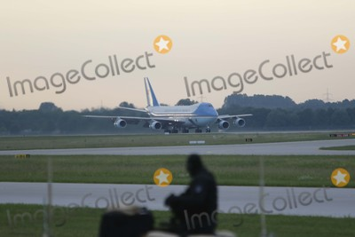 Barack Obama, President Barack Obama Photo - Us President Barack Obama Arrives in Air Force One to Attend the G7 Summit at Elmau Castle at Franz-josef-strauss-airport in Munich, Germany on 07 June 2015. Photo: Alec Michael