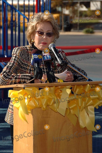 Anne Douglas Photo - Kirk and Anne Douglas Playground Grant,beckford Avenue Elementary School, North Ridge, CA. 11-29-06 Photo: David Longendyke-Globe Photos Inc. 2006 Image: Anne Douglas
