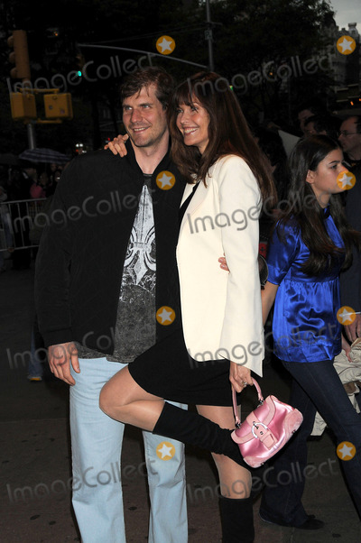 """Carol Alt, Alexi Yashin, The Crystals Photo - Paramount Pictures Hosts Fan Screening of """"Indiana Jones and the Kingdom of the Crystal Skull"""". Amc Loews Lincoln Square, NYC. 05-21-2008 Photo by Ken Babolcsay Ipol-Globe Photos 2008 * Alexi Yashin and Carol Alt"""