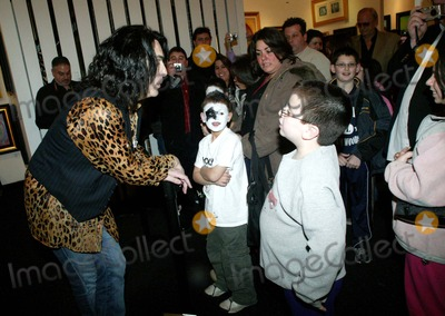 Paul Stanley Photo - Paul Stanley attends an Exhibition of His Art Work at the Wentworth Gallery in Garden City , New York 01-04-2008 Photo by Bruce Cotler-Globe Photos,inc.