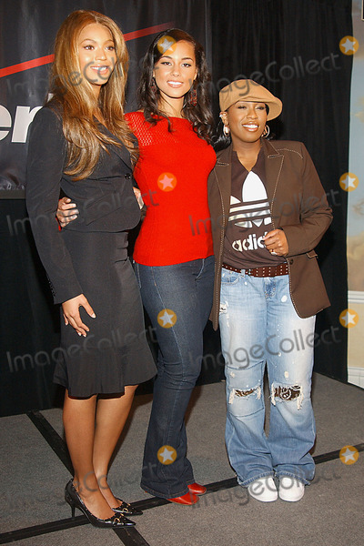 3b4dd4f9335 Photos and Pictures - 2004 Verizon Concert Tour Featuring Beyonce ...