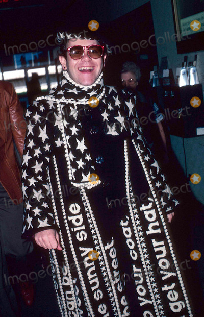 Elton John, John F. Kennedy, Kennedy Photo - Elton John at John F. Kennedy Airport in New York City 10-18-1982 #12483 Photo by James Colburn-ipol-Globe Photos, Inc.