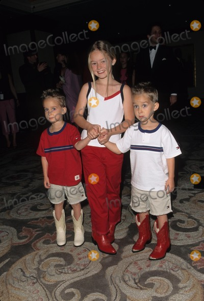 Madylin Sweeten, Sullivan Sweeten Photo - Madylin Sweeten with Sawyer and Sullivan Sweeten at 7th Race to Erace Ms Century Plaza Hotel Los Angeles 2000 K18668fb Photo by Fitzroy Barrett-Globe Photos, Inc.