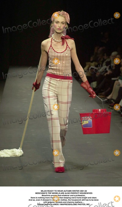 Yanni, Nothing More Photo - MILAN READY TO WEAR-AUTUMN WINTER 2001-02