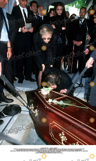 Farah Pahlavi, Passy, As Yet, Kiss Photo - IMAPRESS. PH : CLEMOT / BENITO.