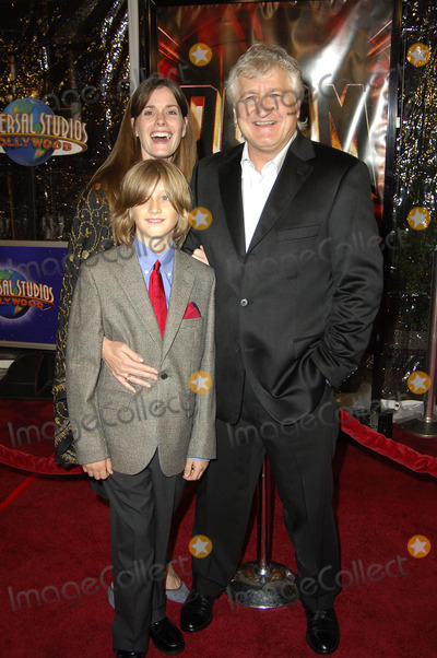 "Andrzej Bartkowiak Photo - "" Doom "" Premiere at Universal City Cinemas Los Angeles , CA 10-17-2005 Photo by Michael Germana-Globe Photos,inc. Andrzej Bartkowiak_wife Susan and Son Marco"