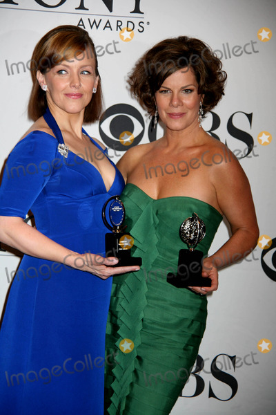 Alice Ripley, Marcia Gay Harden, Gay Harden Photo - Annual Tony Awards Press Room, the Rainbow Room,nyc June 7, 09 Photos by Sonia Moskowitz, Globe Photos Inc 2009 Alice Ripley and Marcia Gay Harden K62301smo .