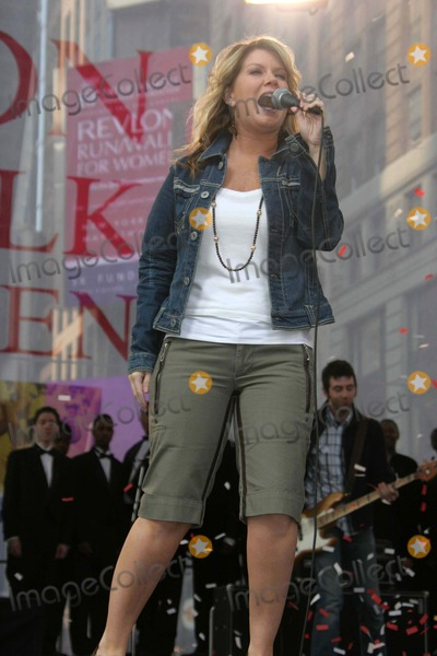 Natalie Grant Photo - Annual Revlon Run[walk For Women at Times Square New York City 05-06-2006 Barrett-Globe Photos,inc Natalie Grant K47748jbb Photo by John Barrett-Globe Photos