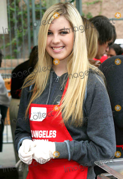Ashlie Brillault Photo - Ashlie Brillault - the Los Angeles Mission Provides a Meal For the Homeless For Christmas with Celebrity Helpers - LA Mission, Downtown Los Angeles, CA - 12/24/2003 - Photo by Nina Prommer/Globe Photos Inc2003