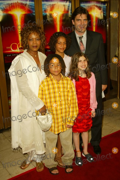 "Alfre Woodard Photo - Premiere ""the Core"" National Theatre, Westwood, CA, Mar 26 Photo by Alec Michael Alec Michael/Globe Photos 2003 Alfre Woodard and Family"
