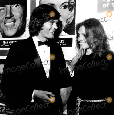 "Jacqueline Bisset, Michael Sarrazin Photo - Jacqueline Bisset and Michael Sarrazin at the ""Airport"" Premiere 1970 1970s Nate Cutler/Globe Photos, Inc."