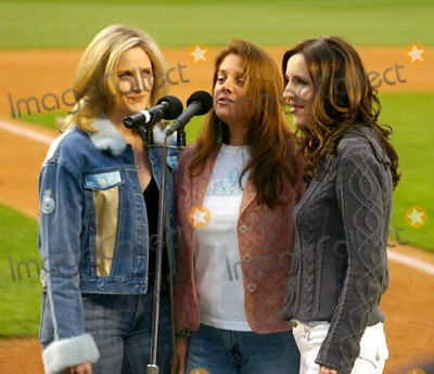 """Queen, ALEX WITT Photo - Msnbc's Alex Witt Joins the Music Group Mrs. Robinson Singing the National Anthem at the """" Mets Vs Phillies """" Game at Shea Stadium in Queens, New York City 5-4-2005 Photo By:william Regan-Globe Photos, Inc"""