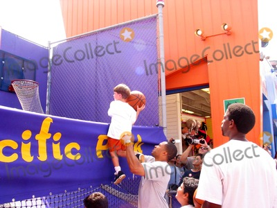 A.C. Green, Derek Fisher Photo - Sd/08/04/2002 Celebrate National Kidsday at the Santa Monica Pier (08/04/02). Derek Fisher Helping a Kid to Shoot Photo:milan Ryba/Globe Photos 2002 (D)