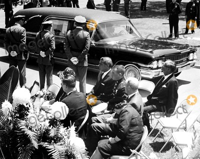 Photos and Pictures - Marilyn Monroe's Funeral Joe ...
