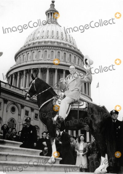 Gene Autry Photo - Gene Autry and His Horse Champion Visit Washington DC Photo: Globe Photos Inc