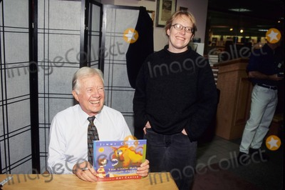 Amy Carter, Jimmy Carter, Book Signing Photo - Jimmy Carter with Daughter Amy Carter Book Sign the Little Baby Snoogle-fleejer 1995 K3473jkel Photo by James M. Kelly-Globe Photos, Inc.