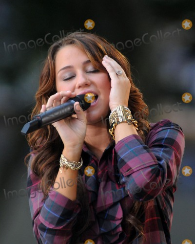 Miley Cyrus Photo - Miley Cyrus Performs on Good Morning America Summer Concert Series. Bryant Park., NYC. 07-18-2008 Photo by Ken Babolcsay -ipol-Globe Photos 2008