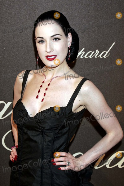 Dita Von Teese Photo - Dita Von Teese Chopard Trophy 59th Cannes Film Festival Cannes/france 05-20-2006 Photo by Roger Harvey-Globe Photos