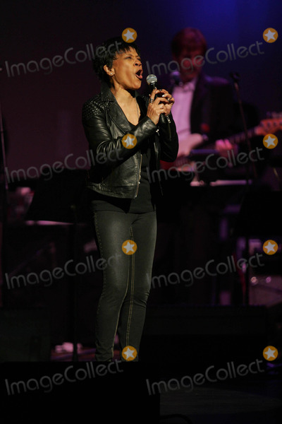 Bettye LaVette, John Lennon Photo - Bettye Lavette Performs For the Theatre Within's 30th Annual John Lennon Tribute at the Beacon Theatre in New York on November 12, 2010. Photo by Sharon Neetles/Globe Photos, Inc.