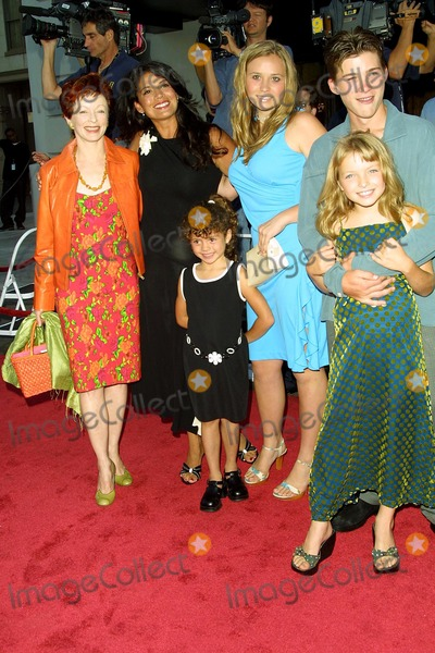 Clint Eastwood, Dina Ruiz, Frances Fisher Photo - FRANCES FISHER, CLINT EASTWOOD'S WIFE DINA RUIZ WITH DAUGHTER MORGAN, DAUGHTER KATIE, SON SCOTT, DAUGHTER FRANCESCA