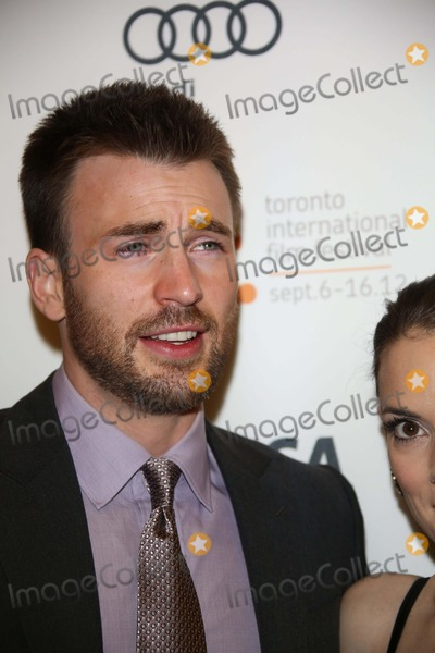 """Chris Evans Photo - Actor Chris Evans Arrives at the Premiere of """"Iceman"""" During the Toronto International Film Festival at Princess of Whales Theatre in Toronto, Canada, on 10 September 2012. Photo: Alec Michael Photo by Alec Michael-Globe Photos"""