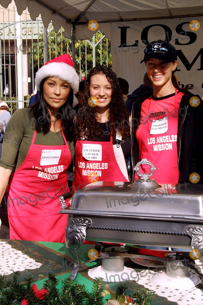 Shannon Elizabeth, Apollonia, Heather Lauren Olson, Apollonia Kotero Photo - Apollonia Kotero, Heather Lauren Olson, Shannon Elizabeth Los Angeles Mission Christmas Dinner Downtown Los Angeles, CA December 22, 2001 Photo by Nina Prommer/Globe Photos Inc2001 K23716np (D)