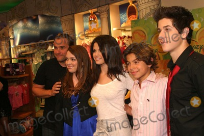 """David DeLuise, David Henrie, Gomez, Jake T Austin, Jake T. Austin, Jennifer Stone, Selena Gomez, David Henry, The Cast Photo - the Cast of """"Wizards of Waverly Place"""" Visit Disney New York 09-06-2008 Photo by Barry Talesnick-ipol-Globe Photos David Deluise, Jennifer Stone, Selena Gomez, Jake T. Austin and David Henrie"""