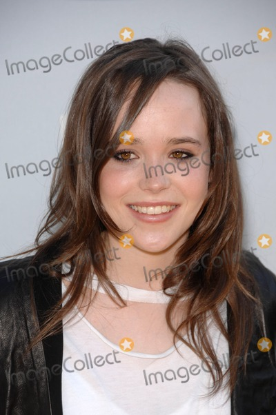 Ellen Page Photo - Ellen Page During the 2008 Mtv Movie Awards, Held at the Gibson Amphitheater, on June 1, 2008, in Los Angeles. Photo: Michael Germana / Superstar Images - Globe Photos
