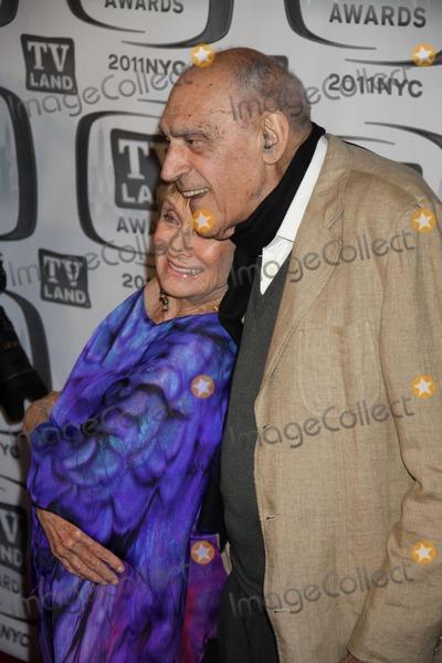 Abe Vigoda, Cloris Leachman Photo - Abe Vigoda,cloris Leachman at ''Tv Land Awards 2011'' at Javits Center, New York City 04-10-2011 Photo by John Barrett/Globe Photos, Inc.
