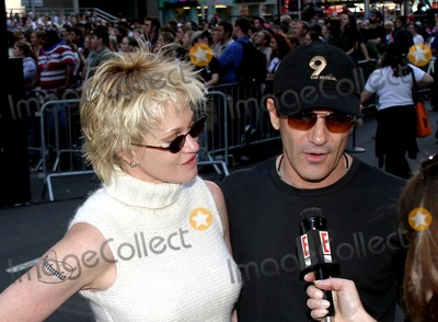 Melanie Griffith, Antonio Banderas, Melanie Griffiths Photo - Broadway on Broadway Presented by Toys R Us. Times Square,new York City. Photo:rick Mackler / Rangefinders / Globe Photos Inc 2003 09/07/2003 Melanie Griffith and Antonio Banderas