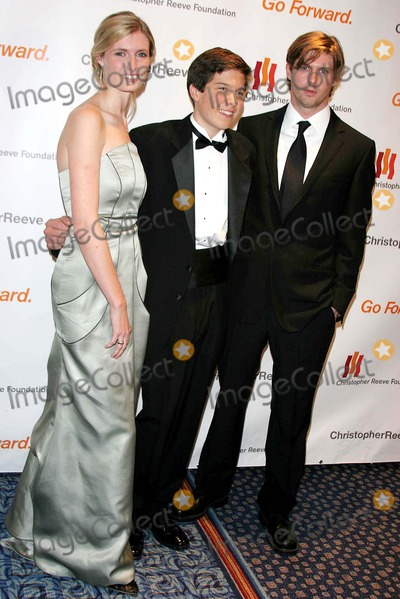 Christopher Reeve, Matthew Reeve, Alexandra Billings Photo - Christopher Reeve Foundation Celebrates ''a Magical Evening'' Gala at Marriott Marquis Hotel 1535 Broadway Dated 11-06-06 Photos by John Barrett-Globe Photos,inc L to R-alexandra ,bill,matthew Reeve