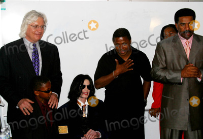 Michael Jackson, Randy Jackson, Steve Harvey, Group Shot Photo - Michael Jackson After He Visited First Ame Church, He Drove and Meet Children at Cecil L. Murray Education Center, Los Angeles, CA. (08/15/04) Photo by Milan Ryba/Globe Photos Inc.2004 Michael Jackson, Tom Masereau Jr, Randy Jackson, Steve Harvey