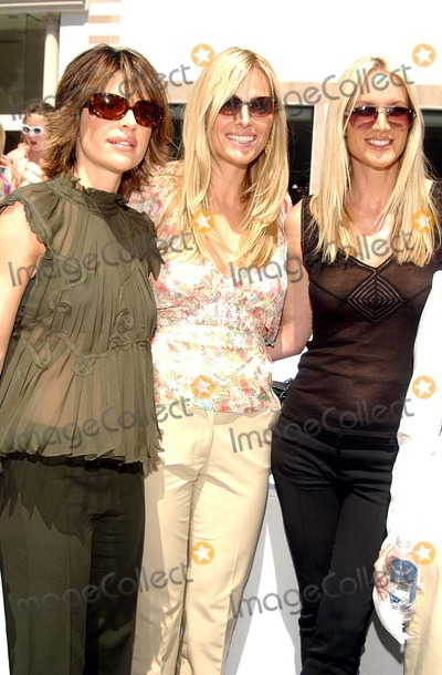Jamie Tisch, Jamie Tisch, Kelly Lynch, Lisa Rinna Photo - : Vogue Takes Beverly Hills Rodeo Drive Grand Finale Celebration Rodeo Drive, Beverly Hills, CA 04/21/2002 Photo by Amy Graves/Globe Photos,inc2002 (D) Lisa Rinna, Jamie Tisch, Kelly Lynch