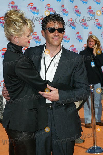 Antonio Banderas, Melanie Griffith, Melanie Griffiths Photo - Nickelodeon's 2002 Kids' Choice Awards at Barker Hanger Santa Monica, CA Melanie Griffith and Antonio Banderas Photo by Fitzroy Barrett / Globe Photos Inc. 4-20-2002 K24698fb (D)