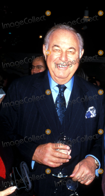 Alfred Taubman Photo - . 1998. Forbes 400 Rich List and Vanity Fair New Establishment Alfred Taubaum Photo by Marina Garnier / Globe Photos,inc.