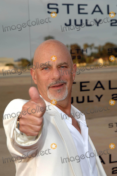 Rob Cohen Photo - Stealth World Premiere at the Naval Air Station North Island Coronado, CA 07-17-2005 Photo by Fitzroy Barrett / Globe Photos Inc. 2005 Rob Cohen Director