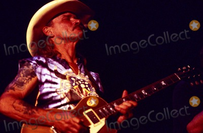 Photo - Caravan of Dreamsconcert at Fortworth 05/09/2001 Photo: Jeff Newman/ Globe Photos Inc. 2001 Caravan of Dreams Dickie Betts