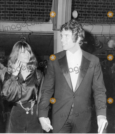 Warren Beatty, Julie Christie Photo - Julie Christie and Warren Beatty 1968 Academy Awards Photo:phil Roach/ipol/Globe Photos Inc