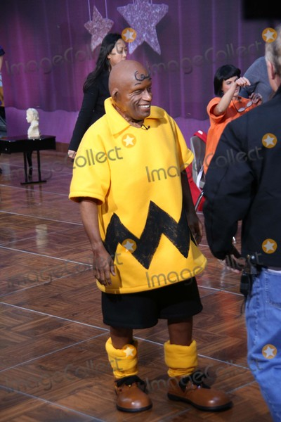 Al Roker Photo - AL Roker Takes Part in Today Show Spooktacular Costume Party Rockefeller Center, NYC October 30, 2015 Photos by Sonia Moskowitz, Globe Photos Inc
