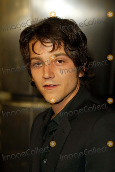 Photos and Pictures - Diego Luna General Motors