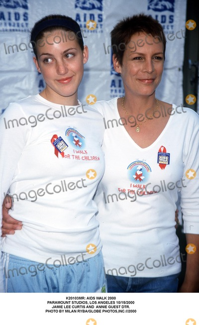 Jamie Lee Curtis, Annie Guest, Jamie Lee Photo - : Aids Walk 2000 Paramount Studios, Los Angeles 10/15/2000 Jamie Lee Curtis and Annie Guest Dtr. Photo by Milan Ryba/Globe Photos,inc.