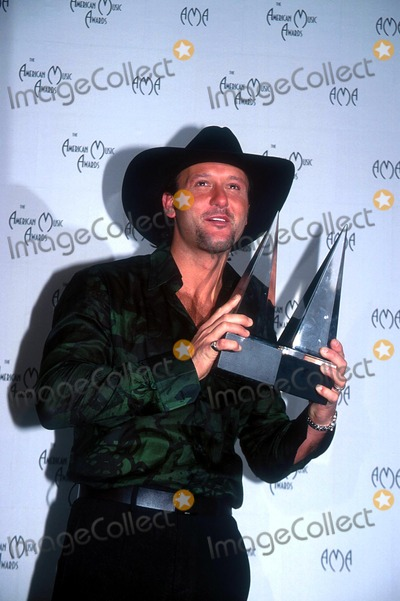 Tim Mcgraw Photo - : 1/9/02 the American Music Awards at the Shrine Auditorium, Los Angeles, CA. Tim Mcgraw Credit: Globe Photos, Inc.