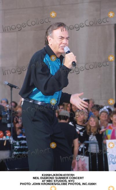 Neil Diamond Photo - :07/27/01 Neil Diamond Summer Concert at NBC Studios, NYC Photo: John Krondes/Globe Photos, Inc.