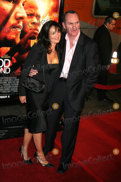 "Arnold Vosloo, Grauman's Chinese Theatre Photo - ""Blood Diamond"" Los Angeles Premiere Grauman's Chinese Theatre, Hollywood, CA 12-06-2006 Arnold Vosloo and Guest Photo: Clinton H. Wallace-photomundo-Globe Photos Inc"